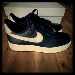 Nike Shoes - Women's Air Force 1 '07'